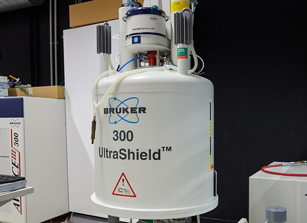 BRUKER ULTRASHIELD III 300 MHZ