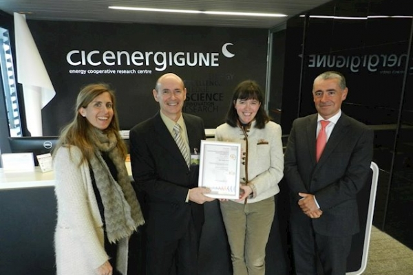 Europa Press - CIC energiGUNE obtains UNE 166002 certification for R&D&I management