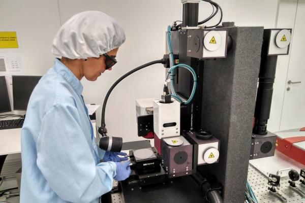 Ceit y CIC energiGUNE desarrollan una tecnología láser aplicable a superficies de cobre que aumenta la estabilidad y la velocidad de carga de las baterías de ion-litio